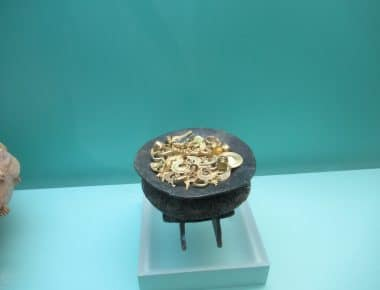A bowl holding examples of gold artifacts on display in the Museo del Oro in Cartagena.