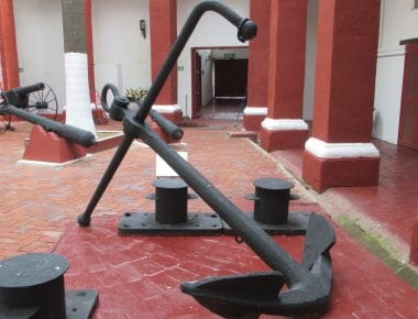 A big historical anchor you can see when you visit the Cartagena naval museum.