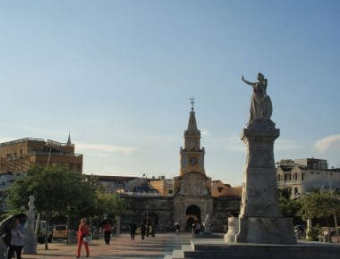 A photo of the plaza of the 9 Martyrs with the clocktower in the background.