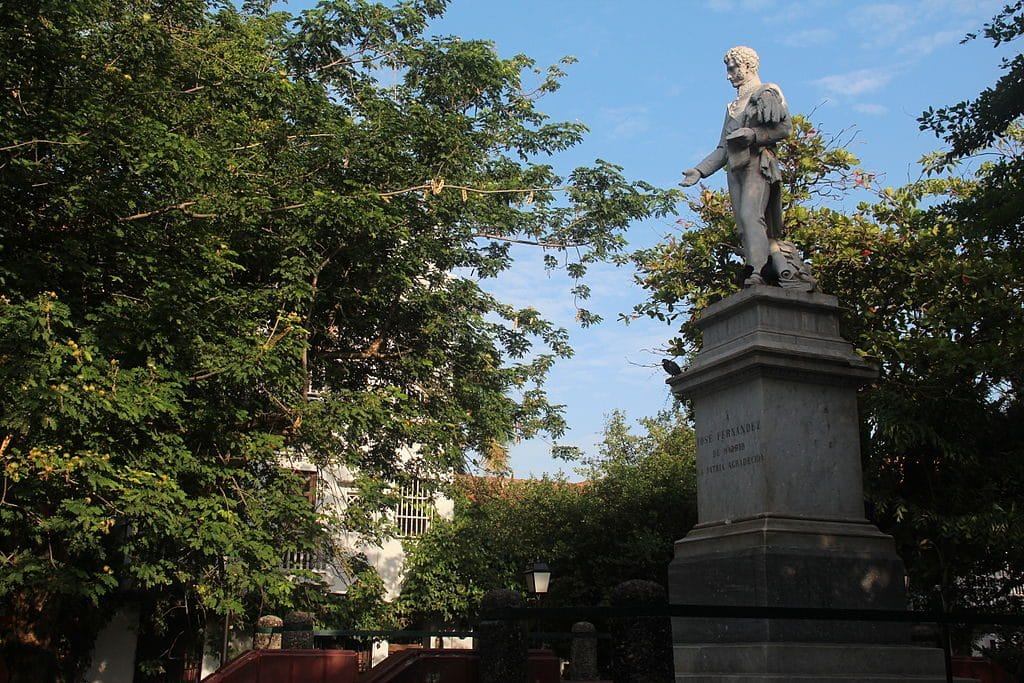 Photo of the statue of José Fernández de Madrid.