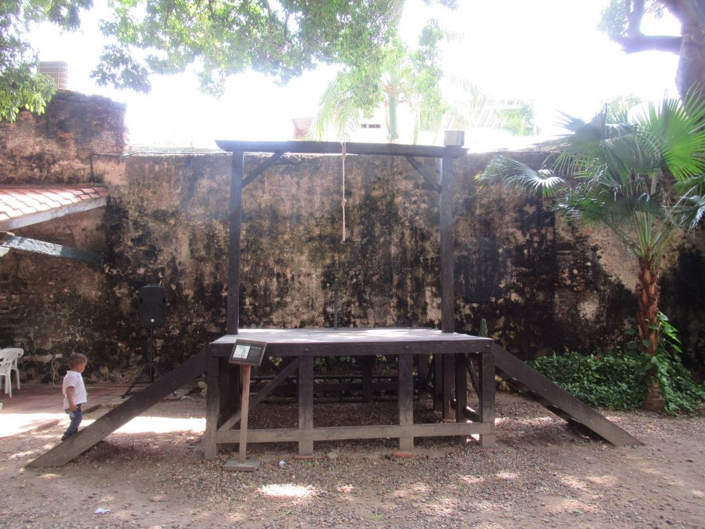 Photo of the gallows at the Palacio de la Inquisición, another one of the things to do with children in Cartagena.