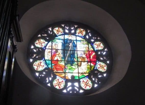 Photo fo the stained glass window in the San Pedro Claver Iglesia.