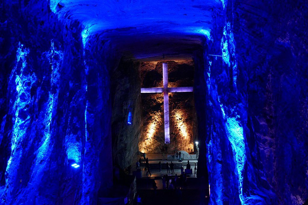 Photo of the cross in the Bogotá Salt Cathedral.
