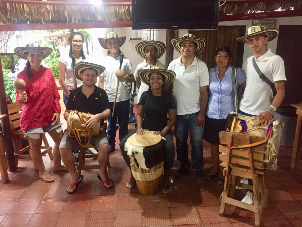 Photo of some people with the instruments to play gaita music.