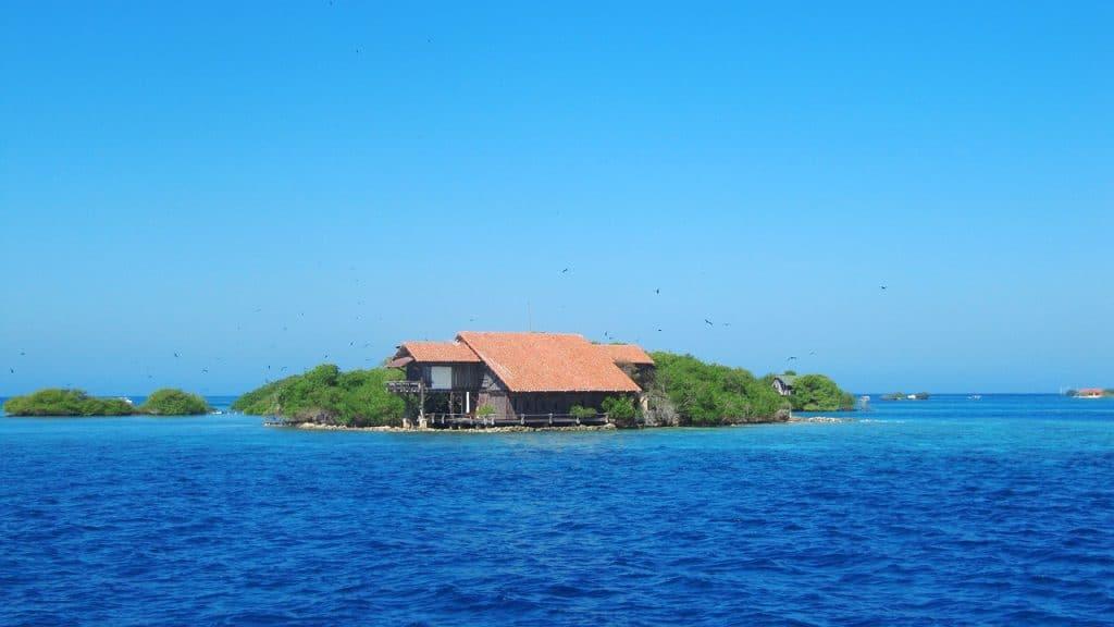 Foto de una casita en una isla del rosario Cartagena.