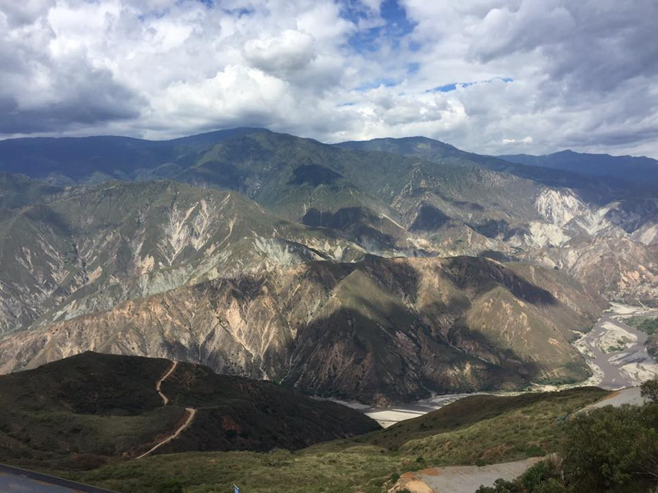 Photo of the Chicamocha Canyon, easily visitable from Colombia Barichara