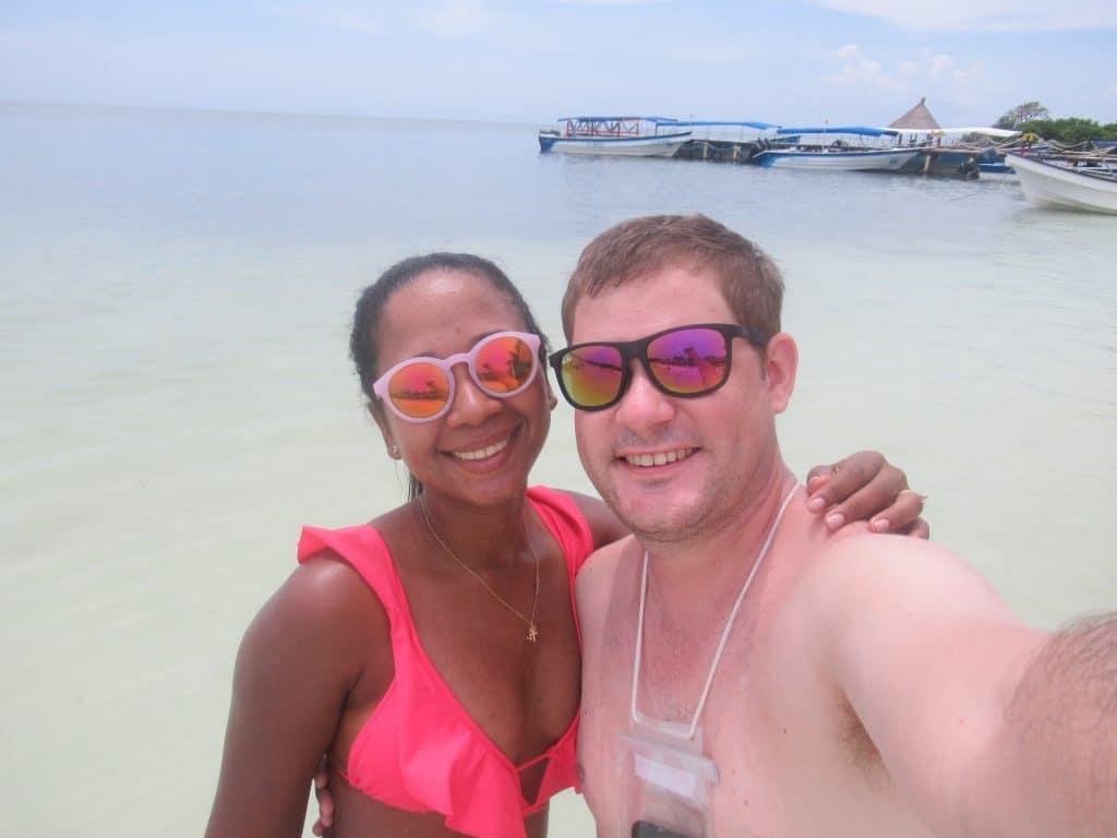 Photo fo a couple in the San Bernardo Islands from Rincón