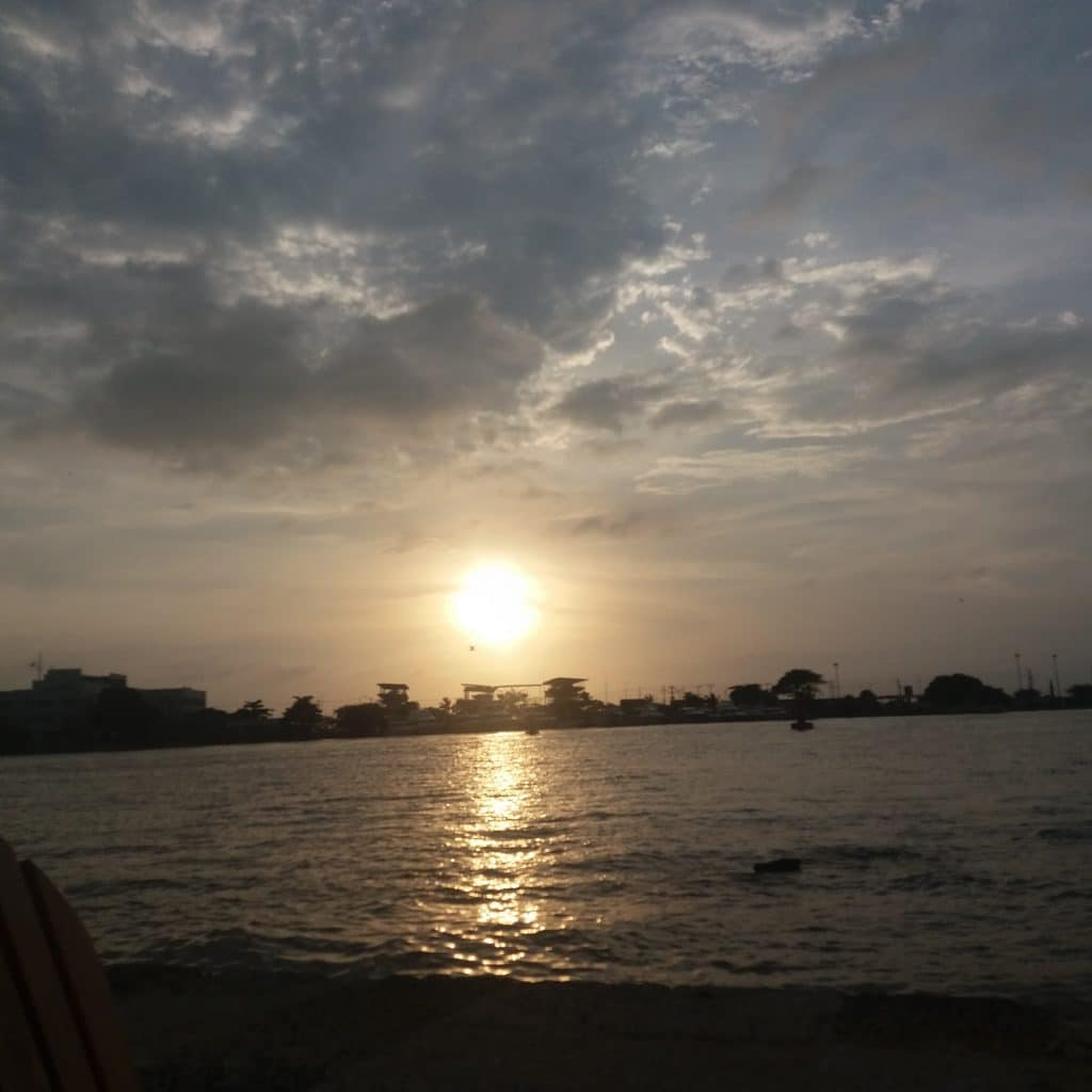 Foto del atardecer sobre la bahía de Cartagena.