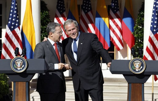 Photo of Uribe and George W Bush.
