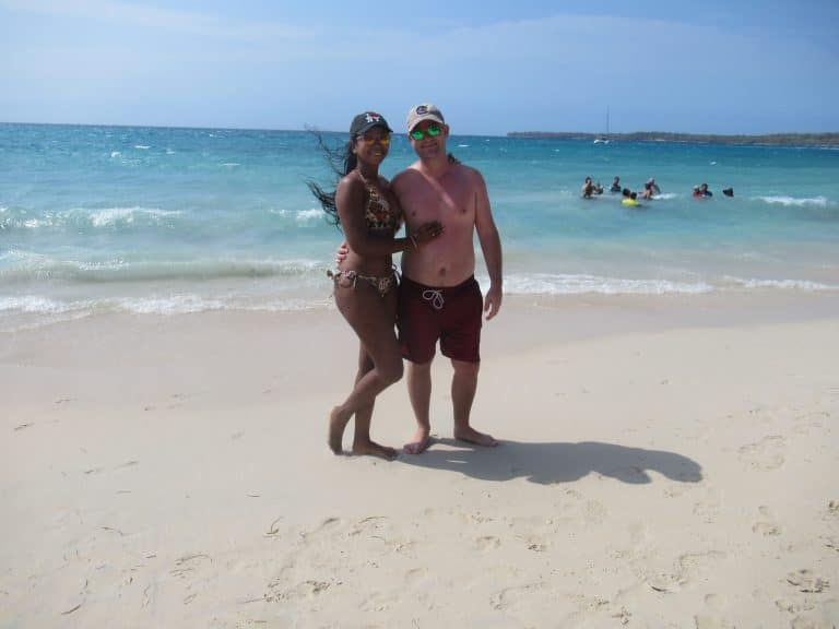 Photo of a couple on the beach of Playa Blanca in Cartagena