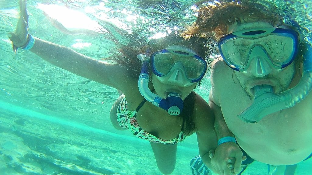 Photo of two people snorkeling at the San Andres Aquarium