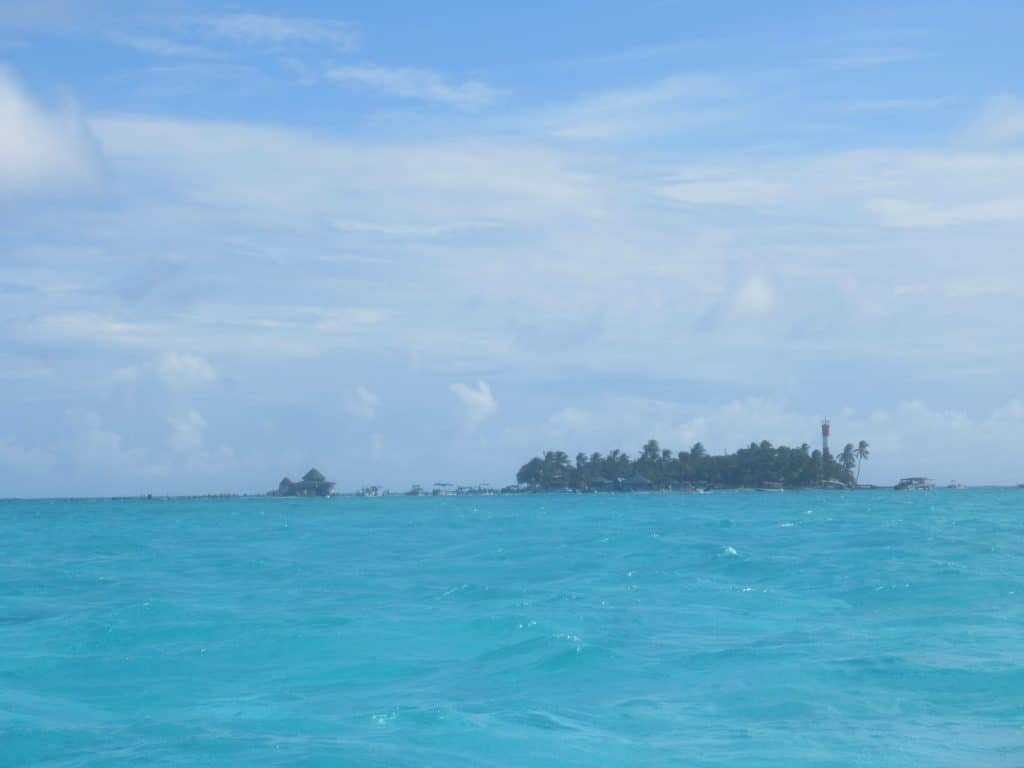 Photo of Haynes Cay with the small buildings of the San Andres Aquarium on the left.