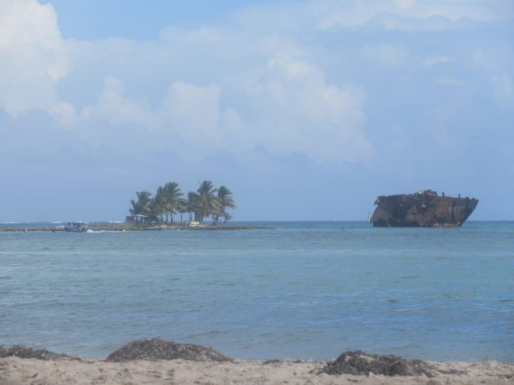 Photo of Rocky Cay as seen from Rocky Cay Beach in San Andres.