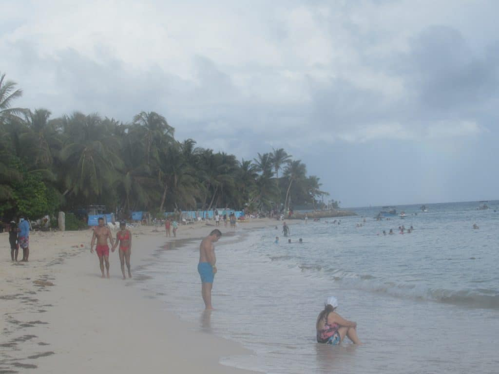 Photo of people on Rocky Cay Beach, San Andres.